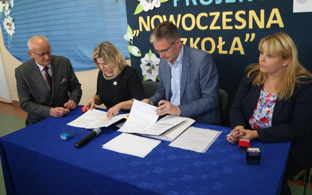 Podpisanie umowy na realizację projektu