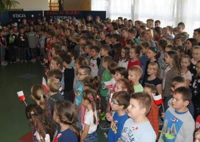 Szkoła do hymnu