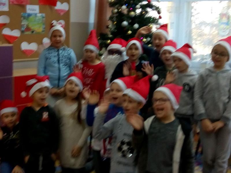 Spotkanie pierwszoklasistów z Mikołajem